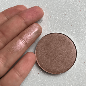 Minimal Magical di Neve Cosmetics Swatches - verdebio